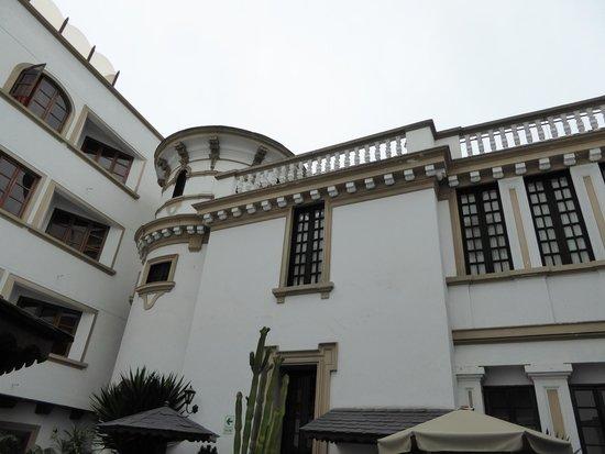 Hotel La Castellana: courtyard