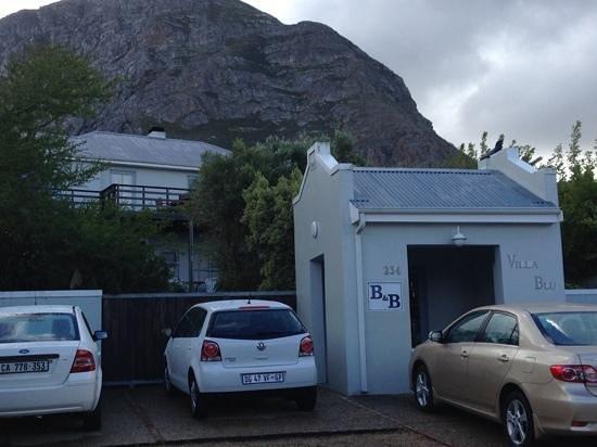 Villa Blu: secure entrance and plenty of parking