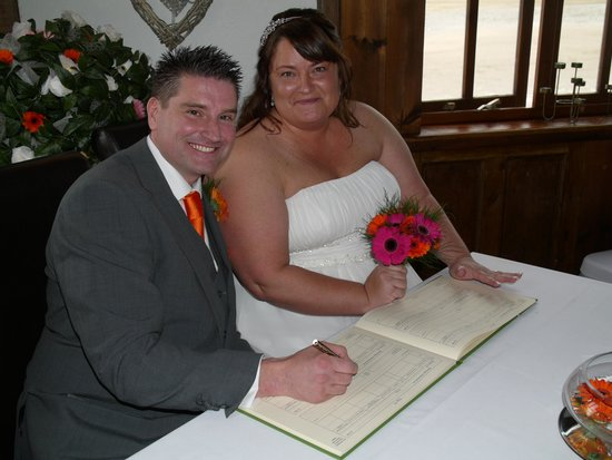 The Seiners Arms: Signing the register !!
