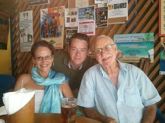 Britannia Pub & Grill: Lunch with friends