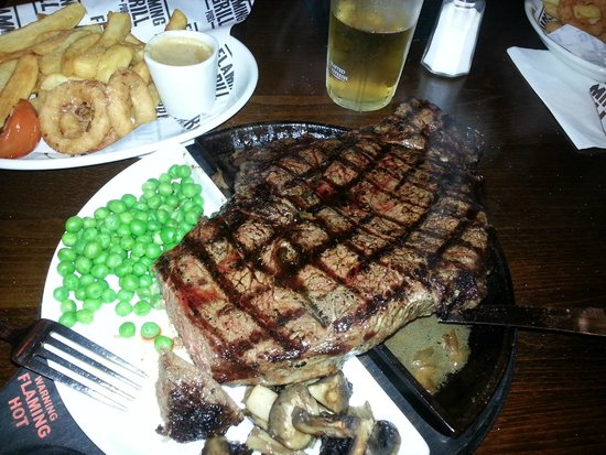 Goldsmiths Arms: The superbly cooked and delicious 32oz rump steak!