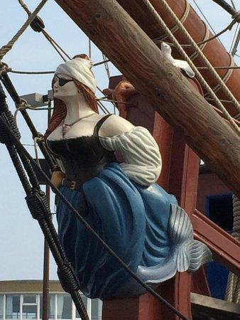 Saint-Vincent -- Saint-Malo : La polena di un veliero