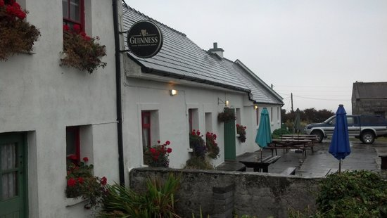 An Dún Bed & Breakfast and Restaurant: The local pub
