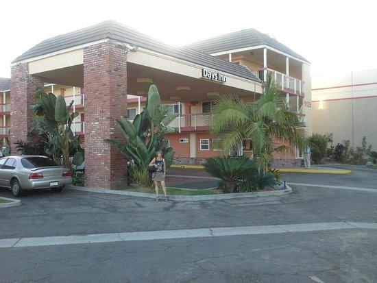 Days Inn Huntington: Extérieur de l'hôtel