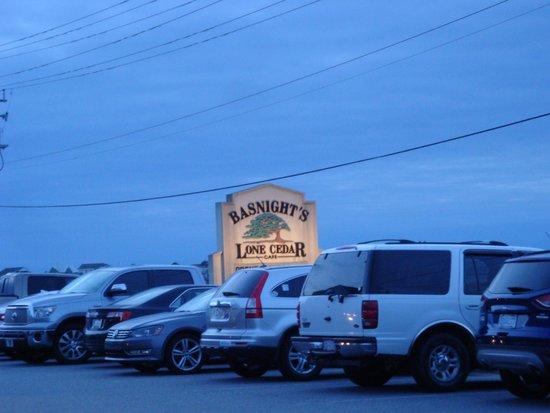 Basnight's Lone Cedar Cafe: Basnight's Lone Cedar