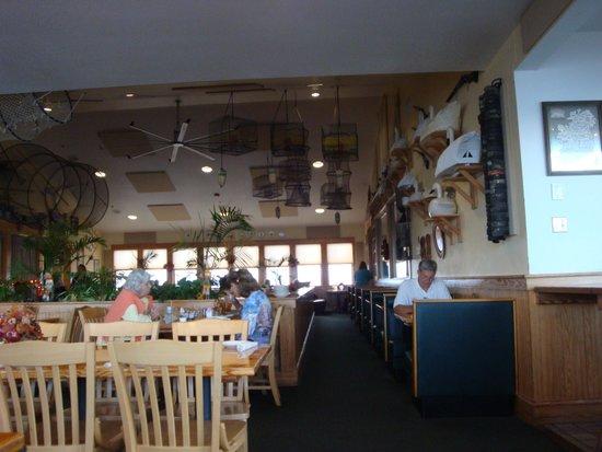 Basnight's Lone Cedar Cafe: Interior