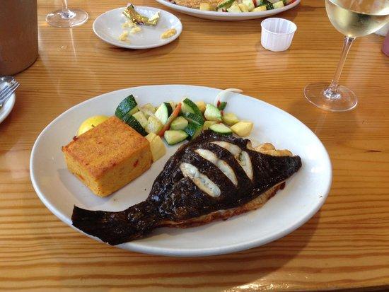 Basnight's Lone Cedar Cafe: Flounder dinner