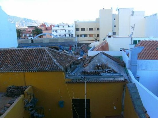Marquesa Hotel: 7:30 Uhr am Morgen:  Weckdienst durch Flex, Gehämmere, usw.