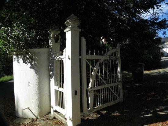 Chateau Estefani: Entrance gate