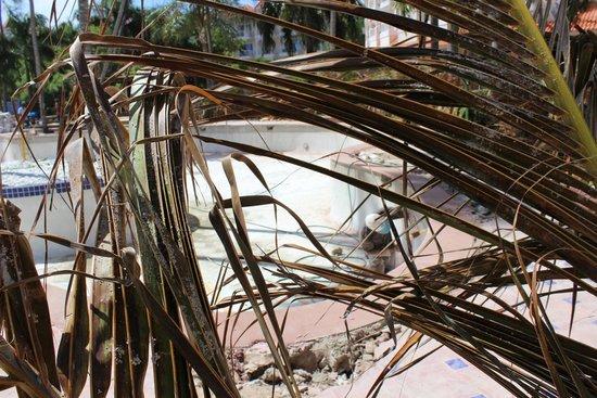 Occidental Caribe: Pool at Barcelo punta cana closed sep 2014