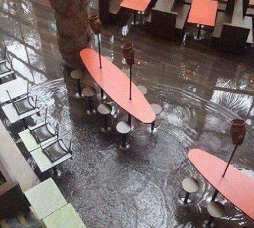 Manauara Shopping : Manauara depois da chuva - chove mais dentro do que fora rss