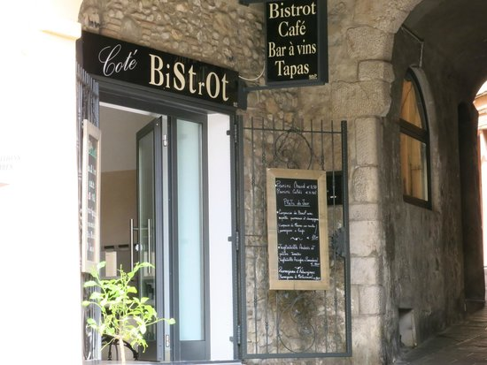 Hotel de Londres Menton: Cote Bistrot well worth a visit evening or lunch. Simple but delicious italian food.