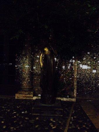 Il Sogno di Giulietta: Cortile di Giulietta by night