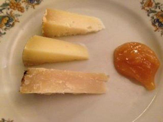 Cantinetta Antinori: pecorino (3 levels of aging) with millefiori honey for dessert