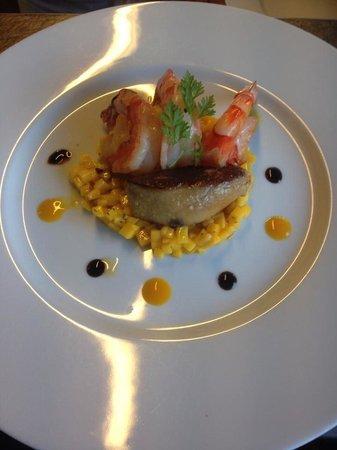 La Suite: Gambas rôties et foie gras poêlé, tartare de mangue. Excellent