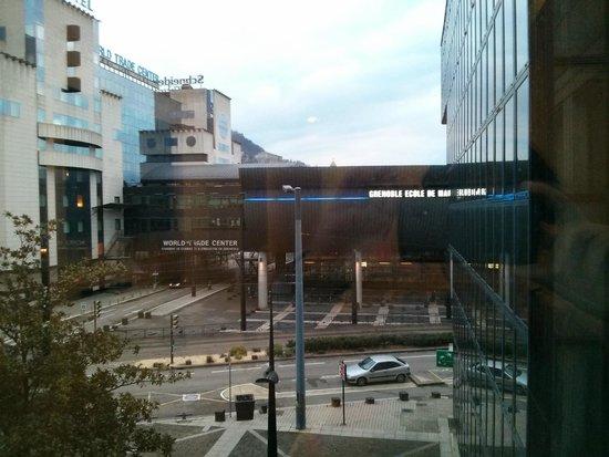 Hotel Europole : 部屋からの眺め。グルノーブル駅