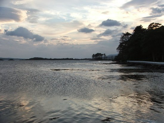 The Boathouse Bistro Dromquinna Manor: Evening on Kenmare Bay.