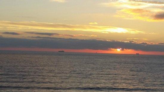 Fairfield Inn & Suites by Marriott Virginia Beach Oceanfront: Morning Greets