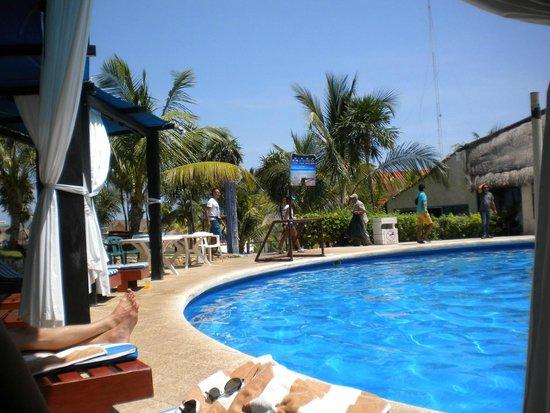 Dos Playas Hotel Cancun: Blick von der Poolliege, Richtung Meer