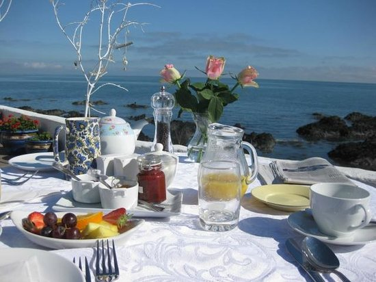 The White Cottages: Breakfast al fresco