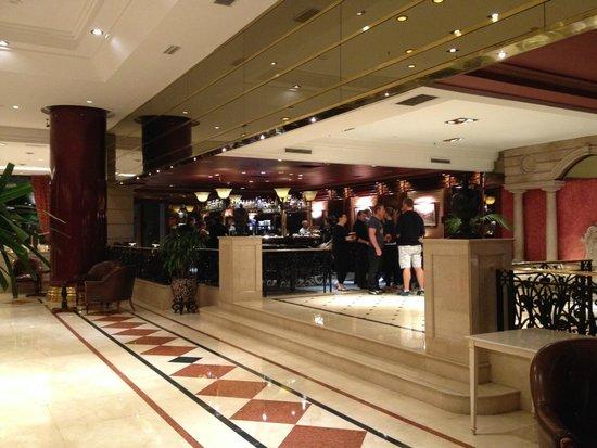 Emperador Hotel Buenos Aires: Vista do Lobby e Bar