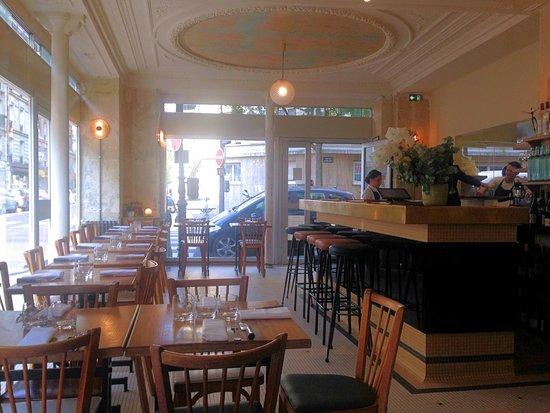 La salle de restaurant picture of le servan paris for Restaurant la salle a manger paris