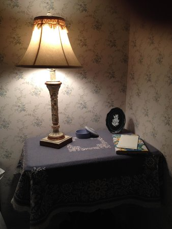 The Governor's Inn: Laura's room