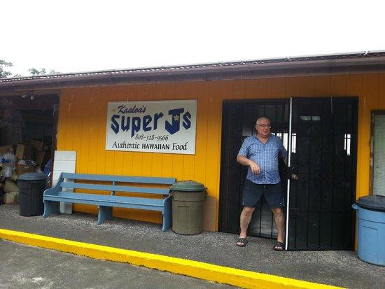 Ka'aloa's Super J's: Front of the restaurant.