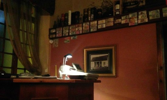 Old Townhouse Restaurant: Sopra alla cassa varie monete straniere fra cui le nostre vecchie Lire!!!
