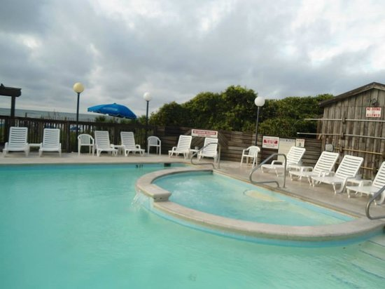 The Inn at Pine Knoll Shores: pool