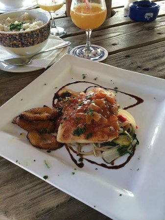 Piscadera Harbour Village: Delicious Food at Restaurant across from Hotel