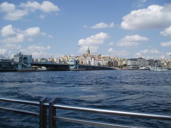 Manzara Istanbul: Blick zum Galataturm (unterhalb befindet sich die Wohnung)