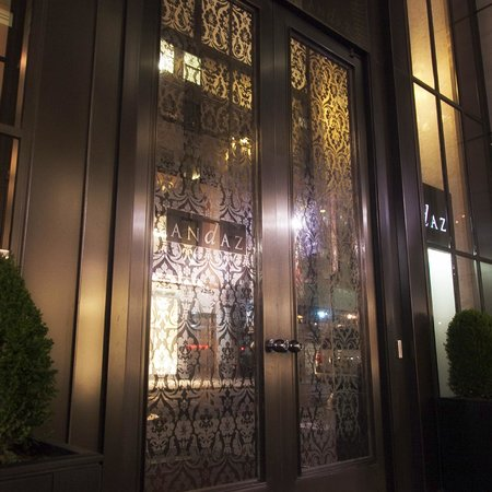 Andaz 5th Avenue: Entrance on 41st Street