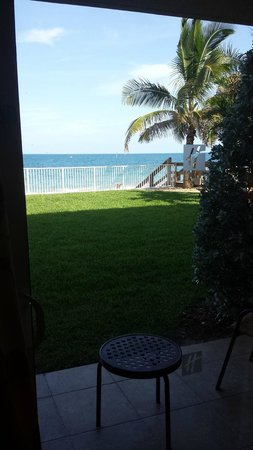 Holiday Inn Hotel & Suites Vero Beach - Oceanside: View from room to beach