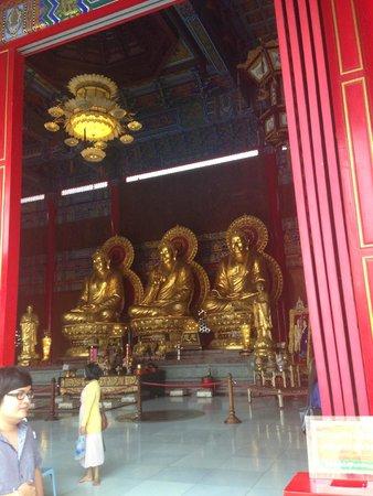 Bang Bua Thong, Thaïlande : ไหว้พระใหญ่ในวัด