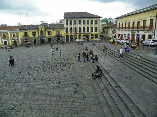 Quito Old Town : Praça em frente ao monastério