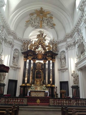 Dom zu Fulda: The inside of the cathedral....WOW!