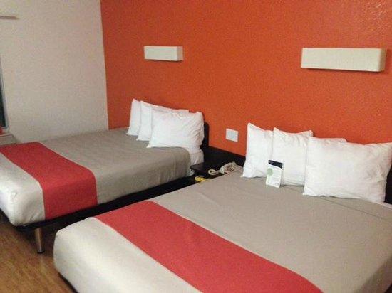 Motel 6 Los Angeles - Hollywood: Quarto com 2 camas queen