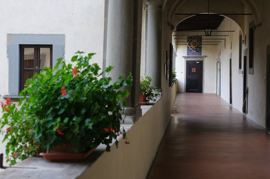 La Verna (Santuario Francescano): From the guest rooms to the stairs