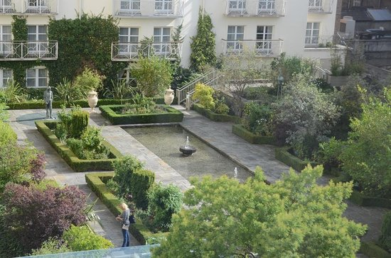 The Merrion Hotel: Beautiful gardens