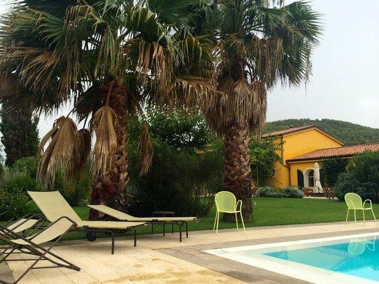 Wine Resort Leda' d'Ittiri: garden