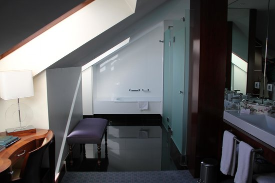 Eurostars Gran Via: (bath)room