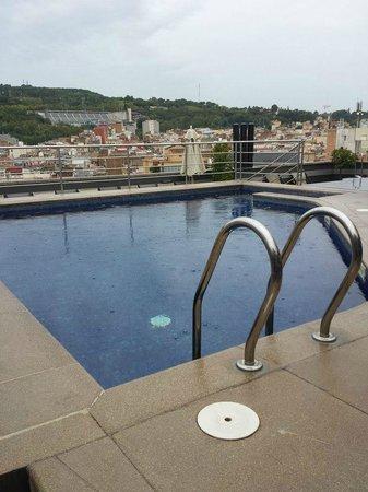 Barcelona Universal Hotel: Piscina na cobertura