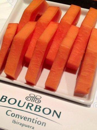 Bourbon Convention Ibirapuera: Mimo da equipe do hotel que descobriu que eu amo essa fruta de difícil acesso no país onde moro!