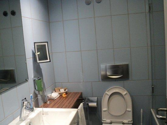 Sorell Hotel Ador : Bathroom