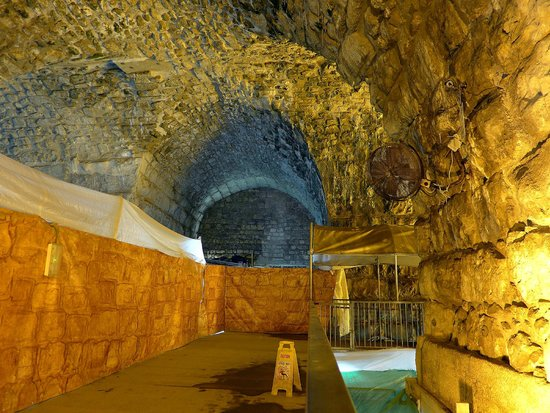 The Western Wall Tunnels : Tunnel Intersection