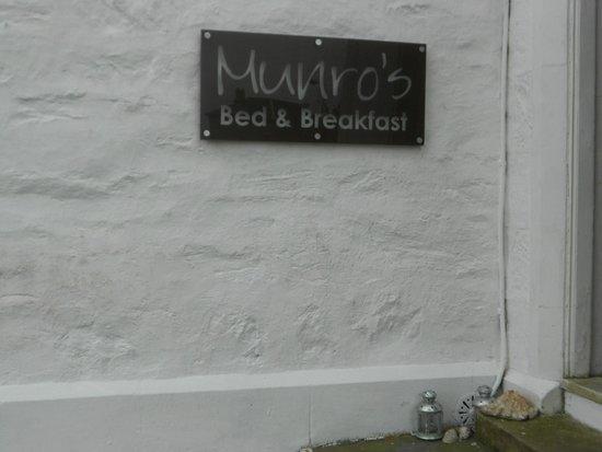 Munro's B & B: Entrance