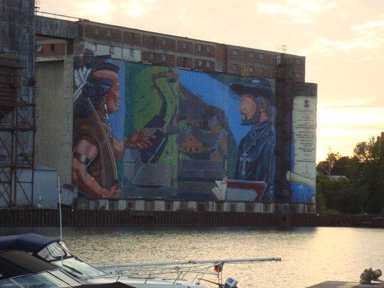 SilverStar Motel: Midland is bekend om de vele muurschilderingen