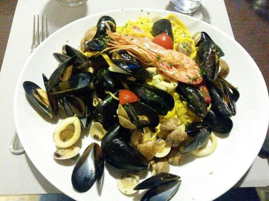 Da Chi Zuclon: Tagliolini al sugo Bianco di mare... squisiti e abbondanti..non finivano più!!