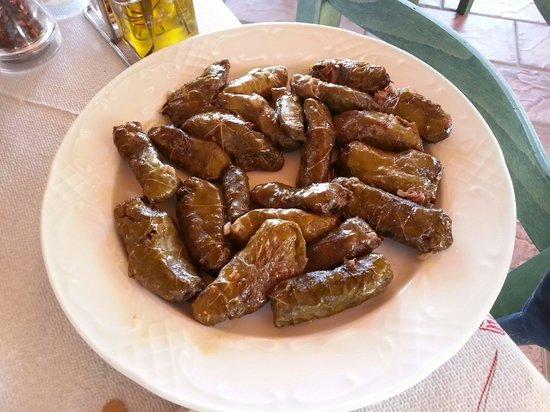 Zografos Restaurant: Dolmades